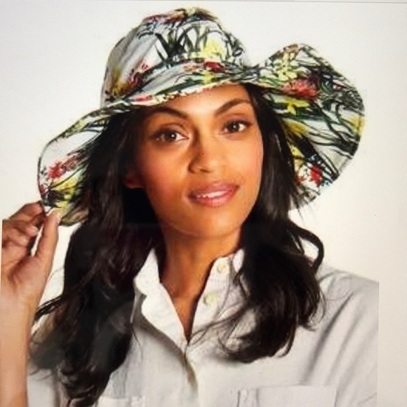 cb330cce862 Vince Camuto Floral Bucket Hat White NWT